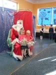 Mikołaj w przedszkolu. Zdjęcia wspólne 17.12.2014