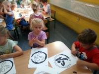 Zajęcia plastyczne - Wykonujemy Logo ZUMBY. Grupa Żabki i Lwiątka. 4.08.2014